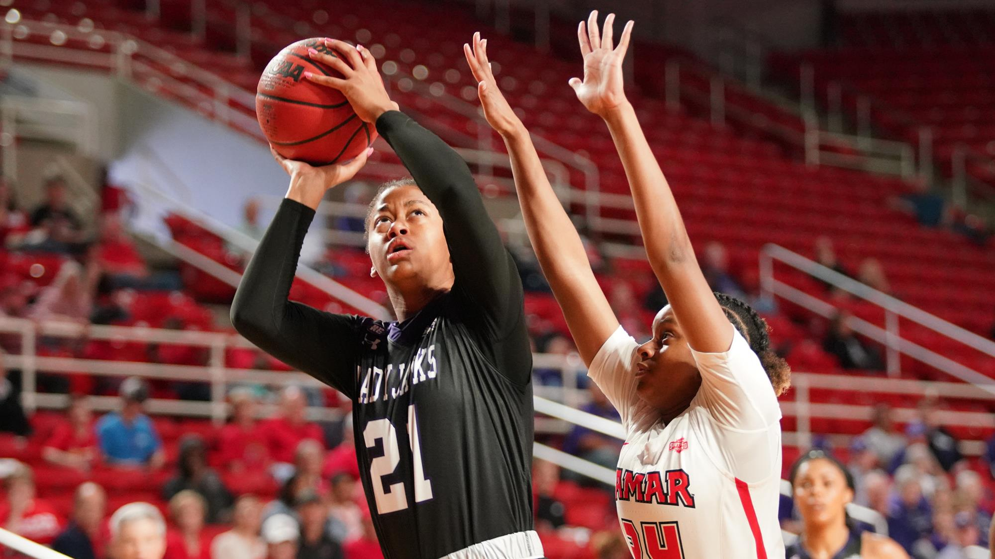 Johnson's Late Free Throw Lifts SFA Over Spirited Lamar Squad, 54-53